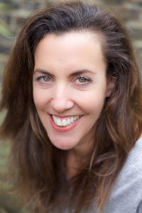 Nadine, una voice-over femenina galardonada en el Reino Unido.