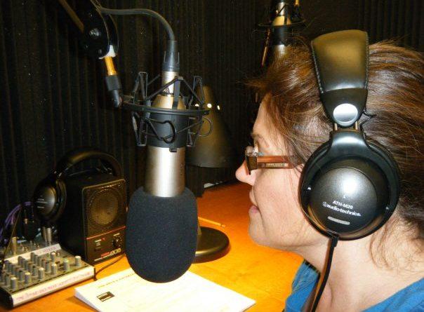 Consejos sobre locución de una locutora profesional. Voice Over Tips from a Voice Arts Awards Nominee.